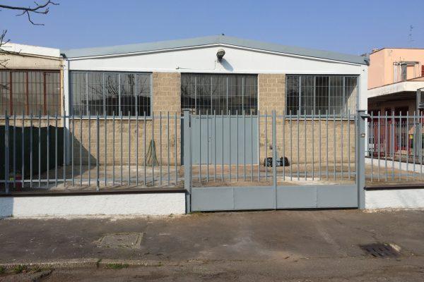 Rozzano (MI) capannone in affitto di 300 Mq. oltre cortile fronte e retro