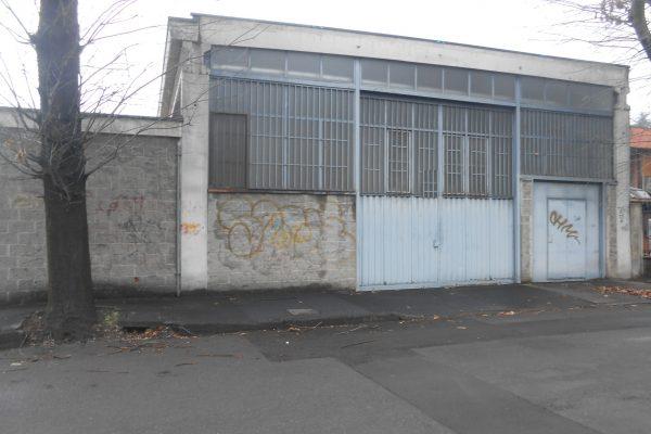 Rozzano (MI) in affitto capannone di Mq. 350 oltre 250 Mq. di cortile