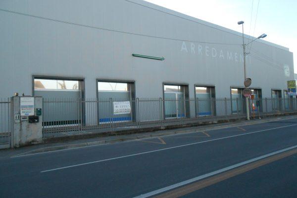 Pieve Emanuele (MI) in vendita  capannone commerciale di Mq. 1000