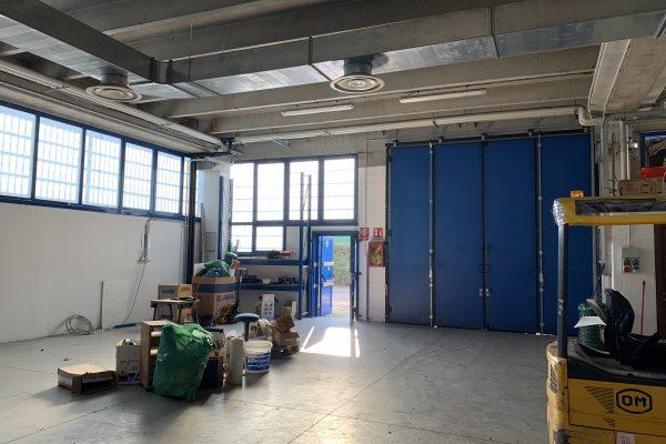 Buccinasco (MI) affittasi capannone di mq.300