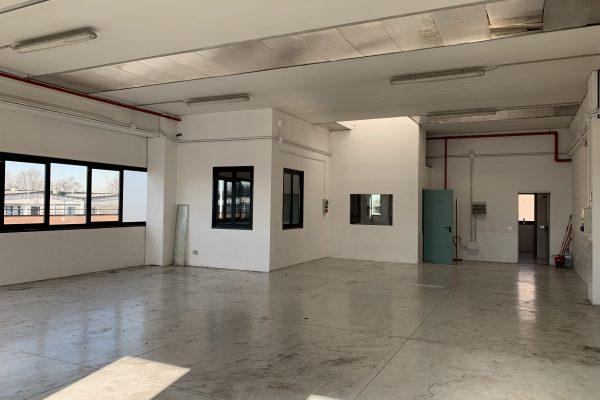 Assagp (MI): affittasi capannone di mq. 270