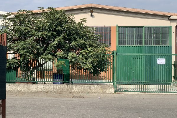 Pieve Emanuele (MI) vendesi capannone Mq. 220 oltre cortile