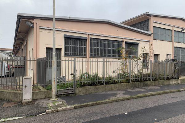 Rozzano (MI) affittasi capannone Mq.85