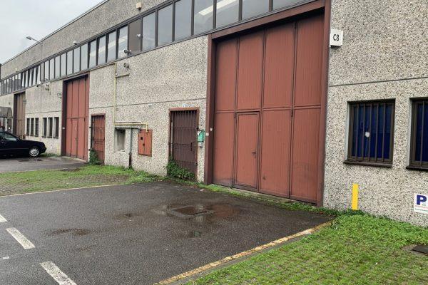 Rozzano (MI) vendesi capannone Mq. 240