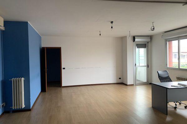 Cesano Boscone (MI) affittasi ufficio mq. 90