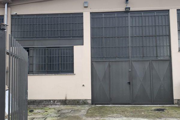 Rozzano  (MI) vendesi capannone Mq. 120 oltre cortile Mq.100