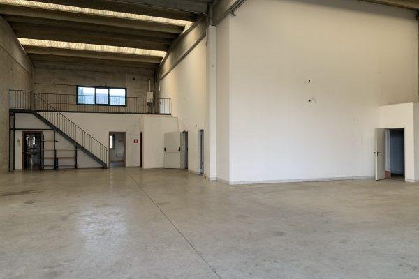 Siziano (PV) affittasi capannone Mq. 500