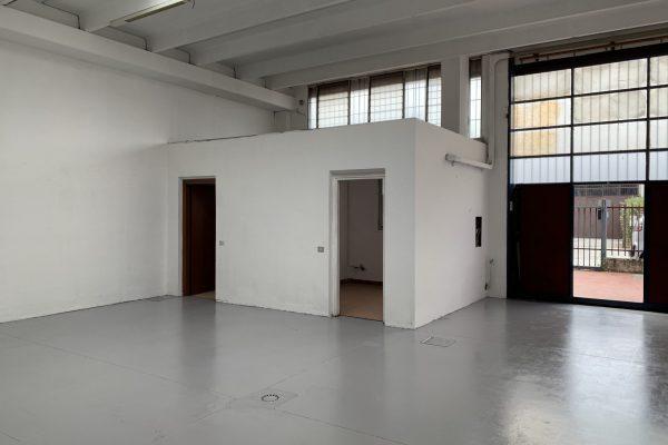 Pieve Emanuele (MI) affittasi capannone Mq. 100 oltre cortile