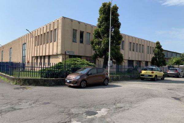 Pieve Emanuele (MI) affittasi capannone Mq. 2400 oltre 3000 mq. di area