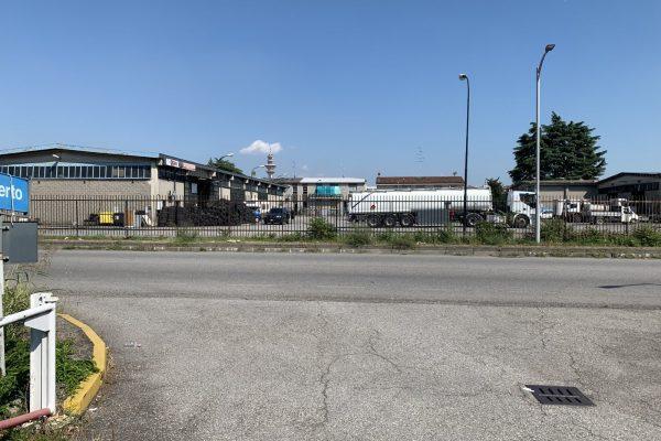 Rozzano (MI) sulla S.s. Dei Giovi vendesi capannone  Mq. 2250 oltre cortile 5500 Mq