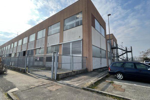 Pieve Emanuele (MI) affittasi capannone Mq. 300