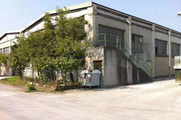 Pieve Emanuele (MI) vendesi/affittasi complesso industriale