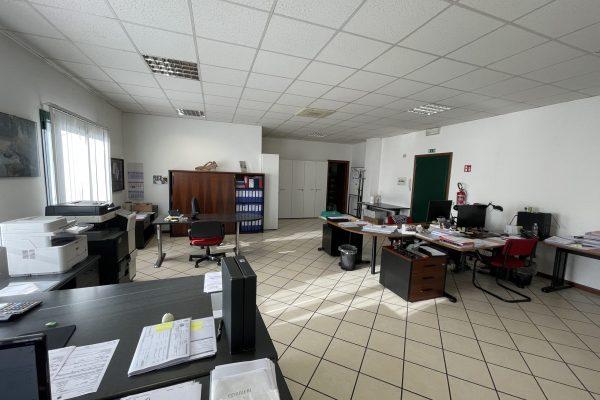 Opera (MI) vendesi ufficio Mq. 130